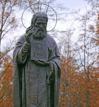 Памятник Серафиму Саровскому в Орле